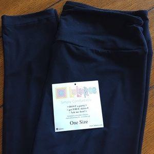 NWT! LuLaRoe Solid BLACK Leggings OS One Size